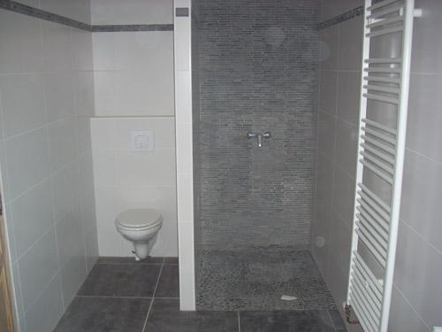 Salle de bain avec douche italienne et wc salle de bains - Modele de salle de bain avec douche a l italienne ...